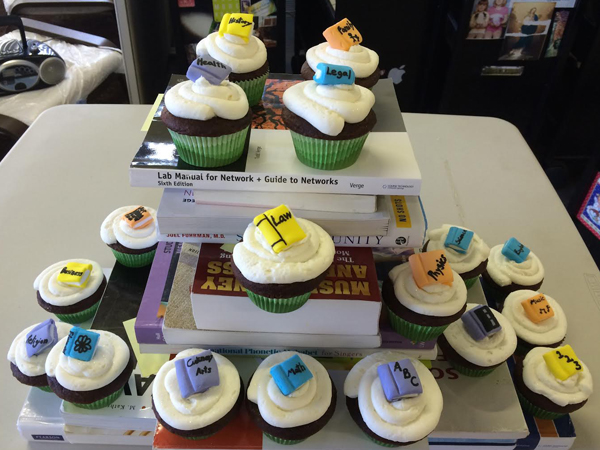 Cash4Books Cupcakes